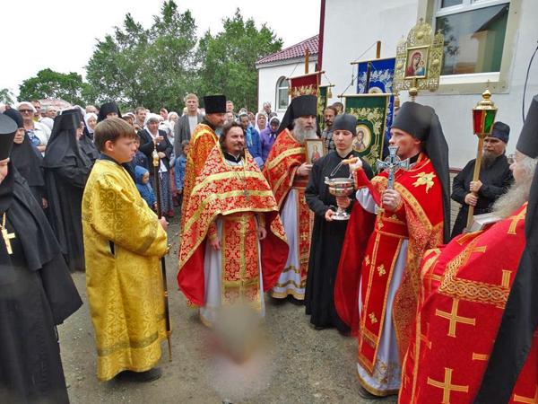 Крестный ход в Свято-Пантелеимоновом мужском монастыре