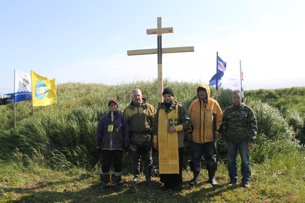 В ходе экспедиции был установлен и освящен поклонный крест