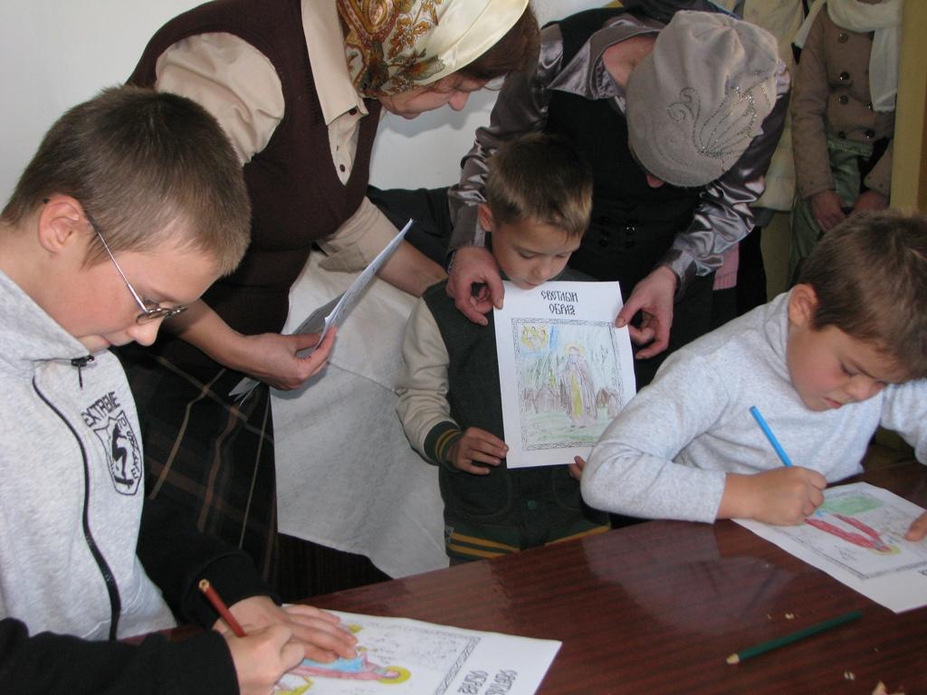 Учащиеся Воскресной школы при храме великомученика и целителя Пантелеимона
