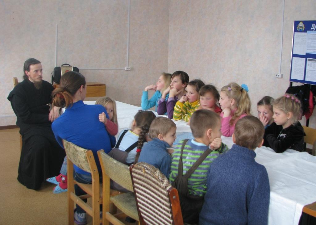 Игумен Феодор на первом уроке новой воскресной школы