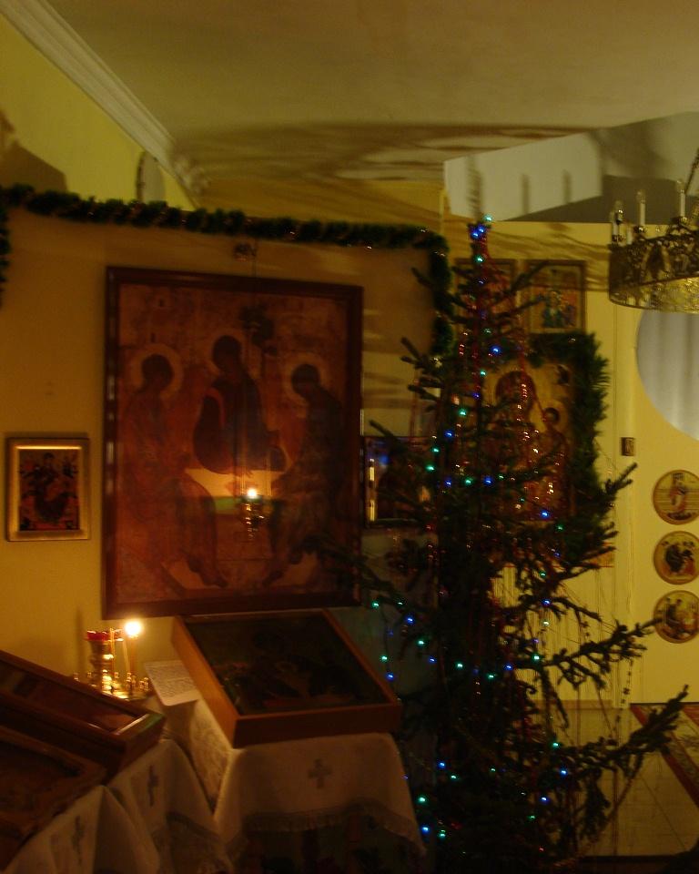 Рождественское убранство храма в честь святого великомученика Пантелеимона