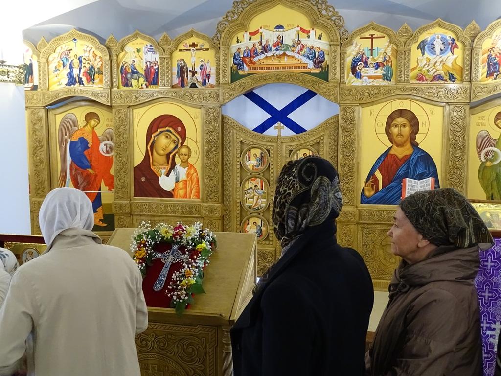 Воздвижение Креста Господня. Пребывание мощей святого равноапостольного князя Владимира.