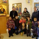 Новогодние подарки воспитанникам детского дома.