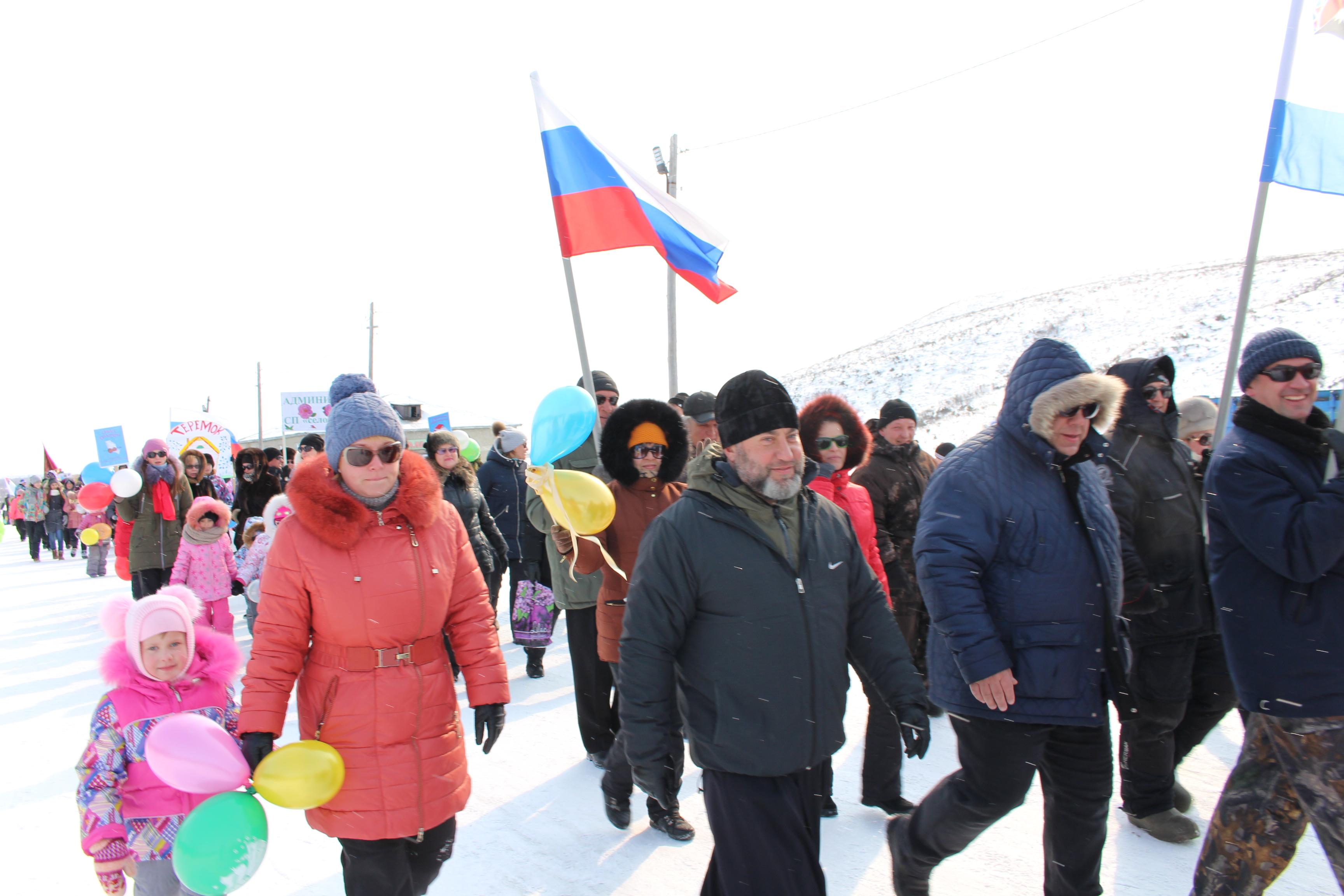 Участники торжественного шествия с. Каменское