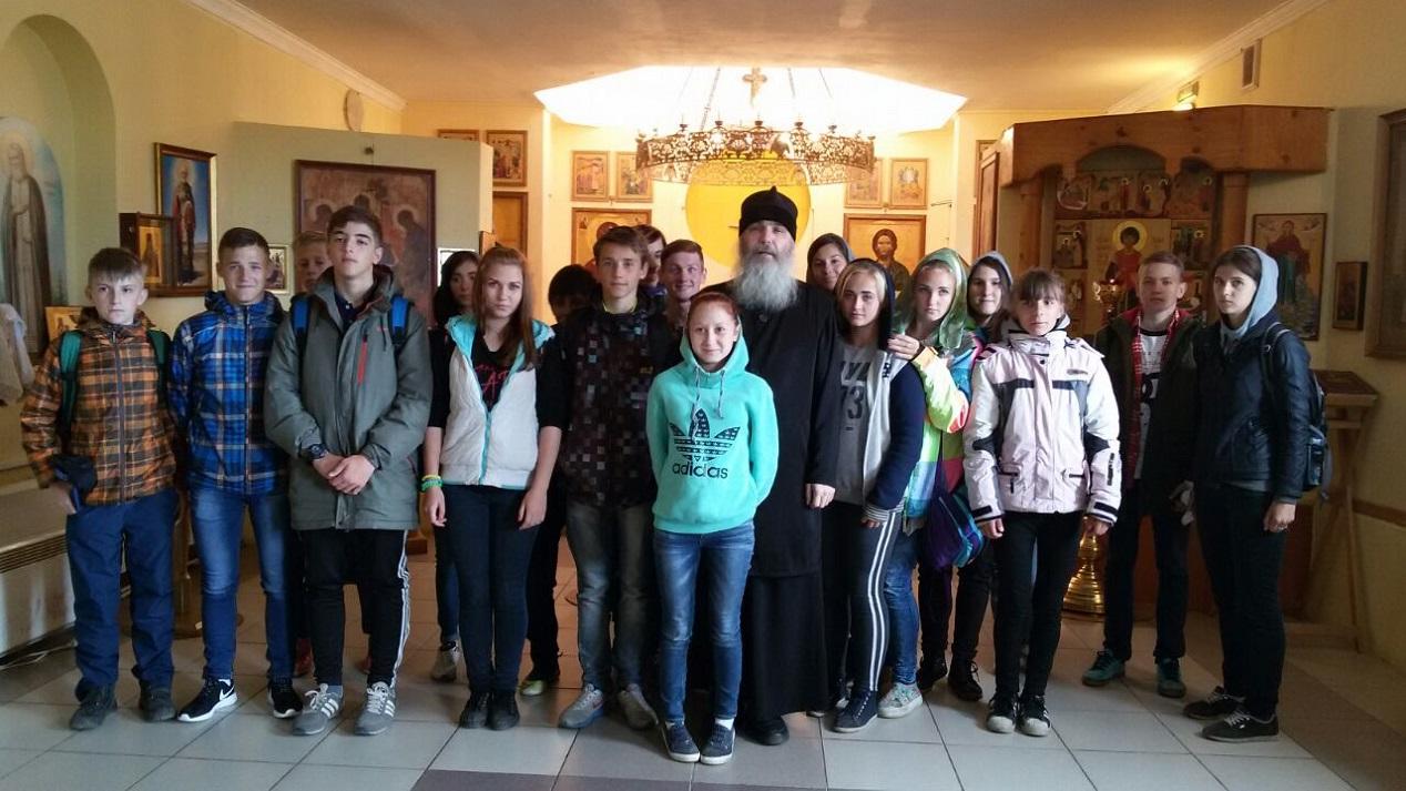 Экскурсия в мужской монастырь детей в праздник святых первоверховных апостолов Петра и Павла