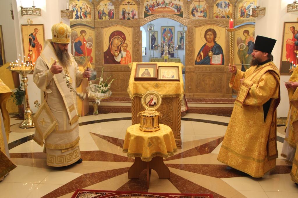 Архиепископ Артемий передал ковчег с частицей мощей прав. воина Феодора Ушакова Камчатскому морскому собору