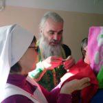 Братия Камчатского мужского монастыря окормляют Камчатскую краевую больницу
