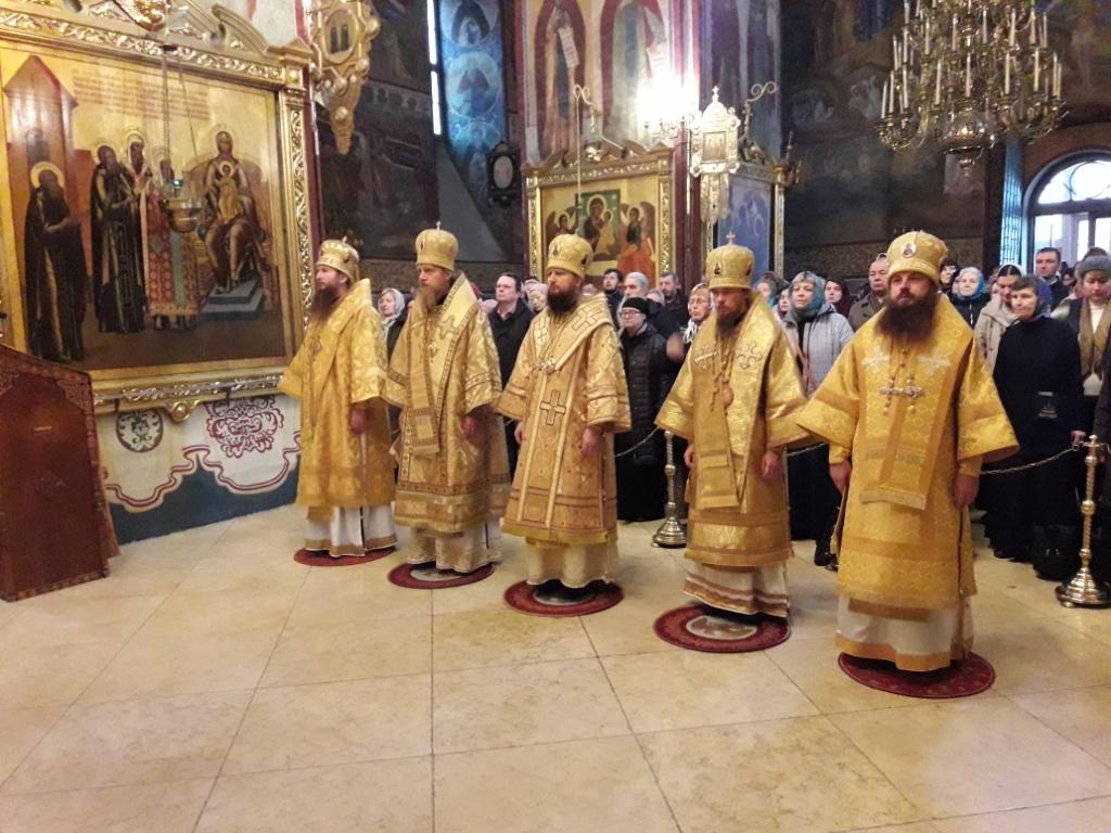Успенский собор богослужение