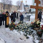 В девяностую годовщину со Дня рождения архимандрита Наума, епископ Вилючинский Феодор отслужил панихиду на могиле старца